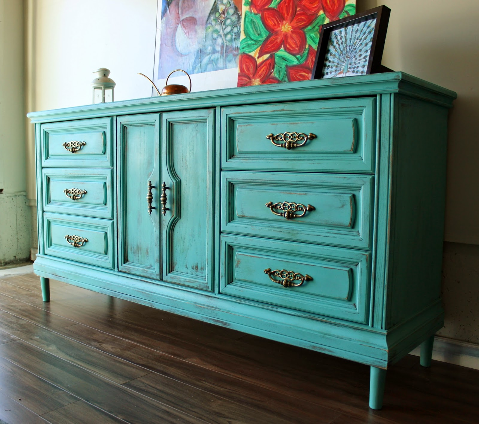 http://re-tiqued.blogspot.ca/2015/01/mint-turquoise-on-dresser-and-on-beach.html