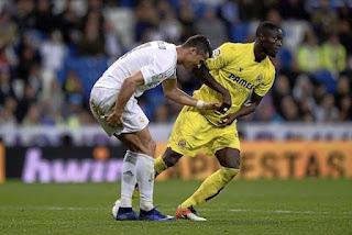 Cristiano Ronaldo, delantero del Real Madrid se hizo daño tras intentar una chilena ante Eric Bailly del Villarreal