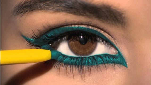 आंखों में लगे काजल को फैलने से रोकने के लिए आजमा सकती हैं ये तरीके