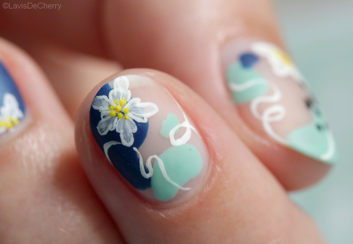 nail-art-nude-abstrait-fleur-vernis-ongles