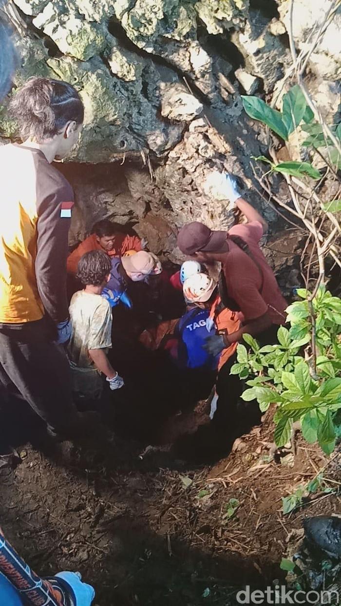 Tiga Mahasiswa Unsika Tewas Terjebak Dalam Gua Lele