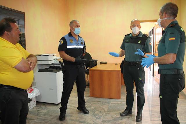 El%2Bcapitan%2Bde%2Bla%2BGuardia%2BCivil%2Bcoordina%2Bacciones%2Bcon%2BAntigua%2B%25281%2529 - Fuerteventura.- Guardia Civil y Policía Local coordinan acciones de vigilancia y atención ciudadana en el Municipio de Antigua