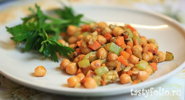 Нут тушеный с овощами