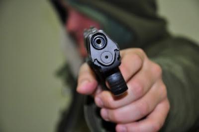 Чоловік з іграшковим пістолетом влаштував успішне пограбування
