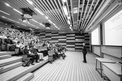 خمس نصائح لتحسين الإلقاء والخطابة ومواجهة الجمهور