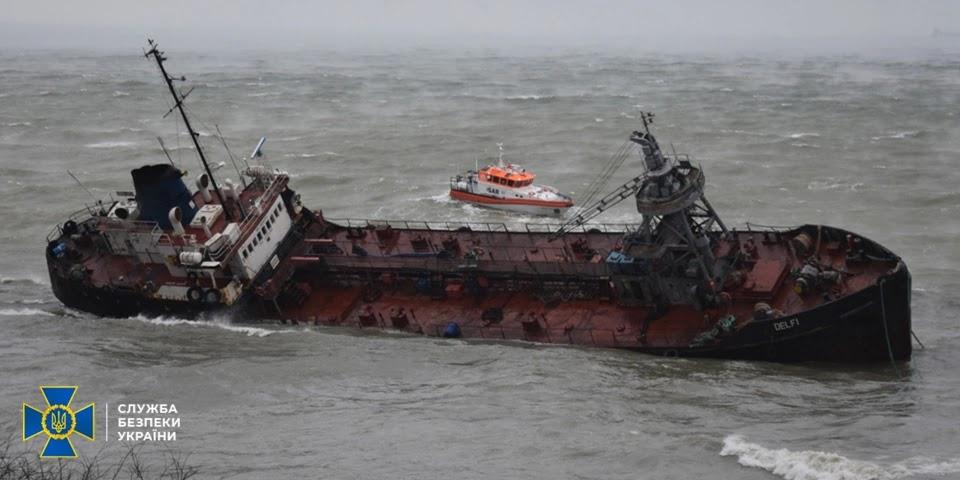 Командира корабля, який пропустив в Україну танкер Delfi, судитимуть за недбале ставлення до військової служби