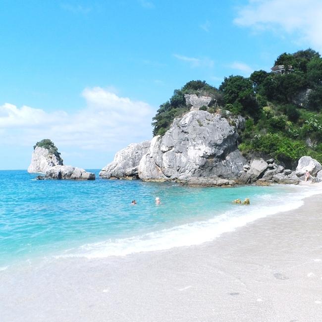 Jelena Zivanovic Instagram @lelazivanovic.Glam fab week.Piso Krioneri beach Parga.Piso Krioneri plaza Parga letovanje.