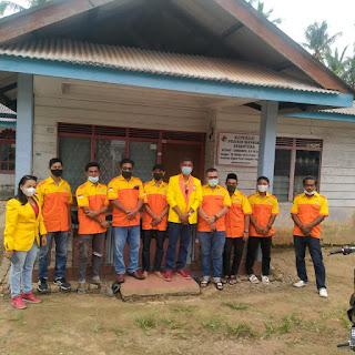 Kosgoro kabupaten Lingga Bagikan 200 paket Sembako Kepada yang berstatus janda,