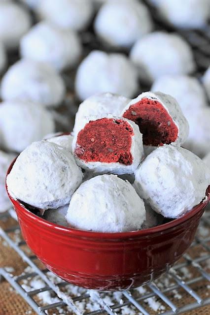 Red Velvet Wedding Cookies Image