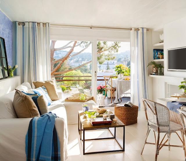 Decoração de casa de praia pequena em azul e branco. Blog Achados de Decoração