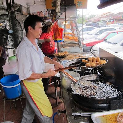 Wah-Cai-Fried-Durian-Puff-Taman-Ungku-Tun-Aminah-TUTA
