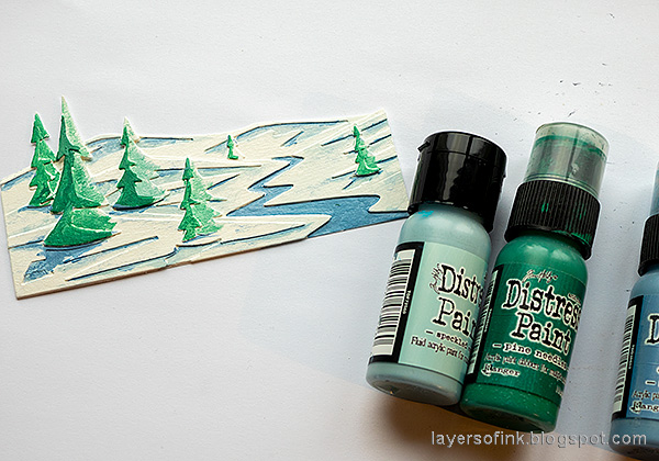 Layers of ink - December Daily Peaceful Winter Tutorial by Anna-Karin Evaldsson. Paint the snowscape with Distress Paint.