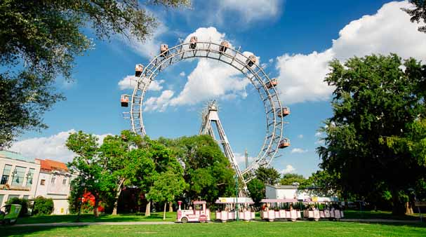 عجلة فيريس العملاقة الفيينية Viennese Giant Ferris Wheel