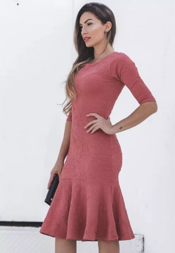 https://www.lojaflordeamendoa.com.br/produto/vestido-tubinho-peplum-jacar-nude
