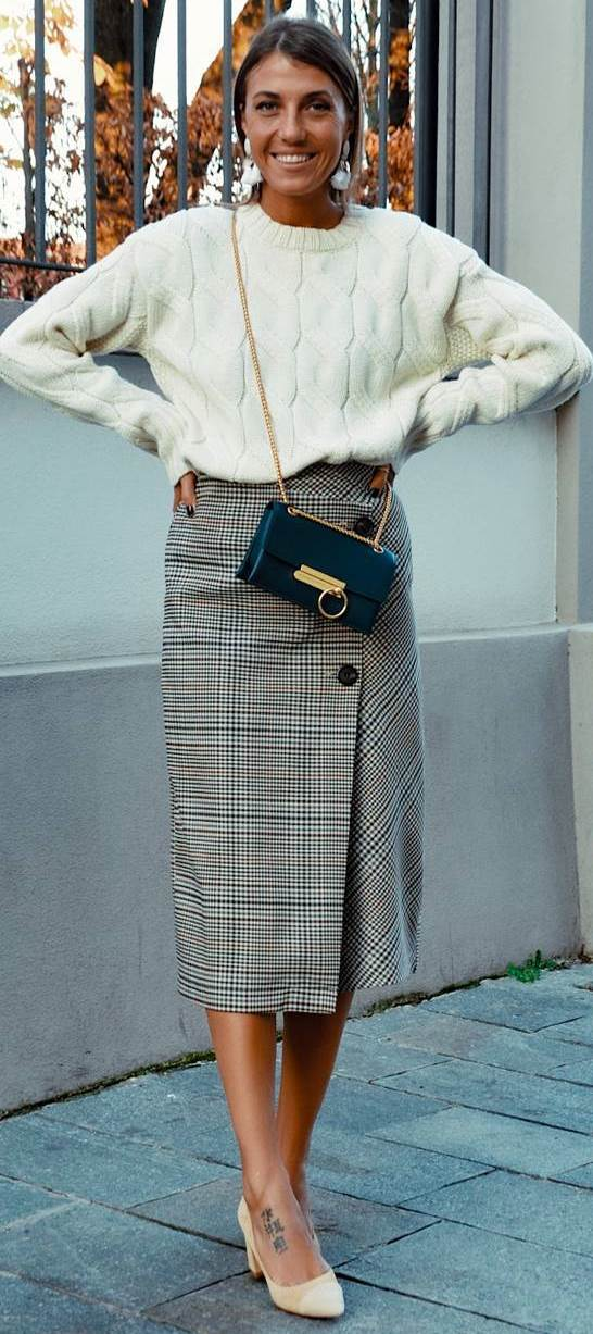 winter outfit inspiration / white sweater + plaid skirt + bag + heels