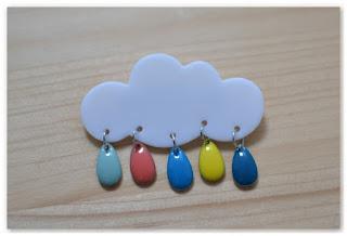 broche nuage et gouttes multicolores