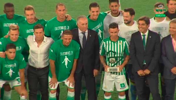 Emotivo homenaje del Betis a Rubén Castro