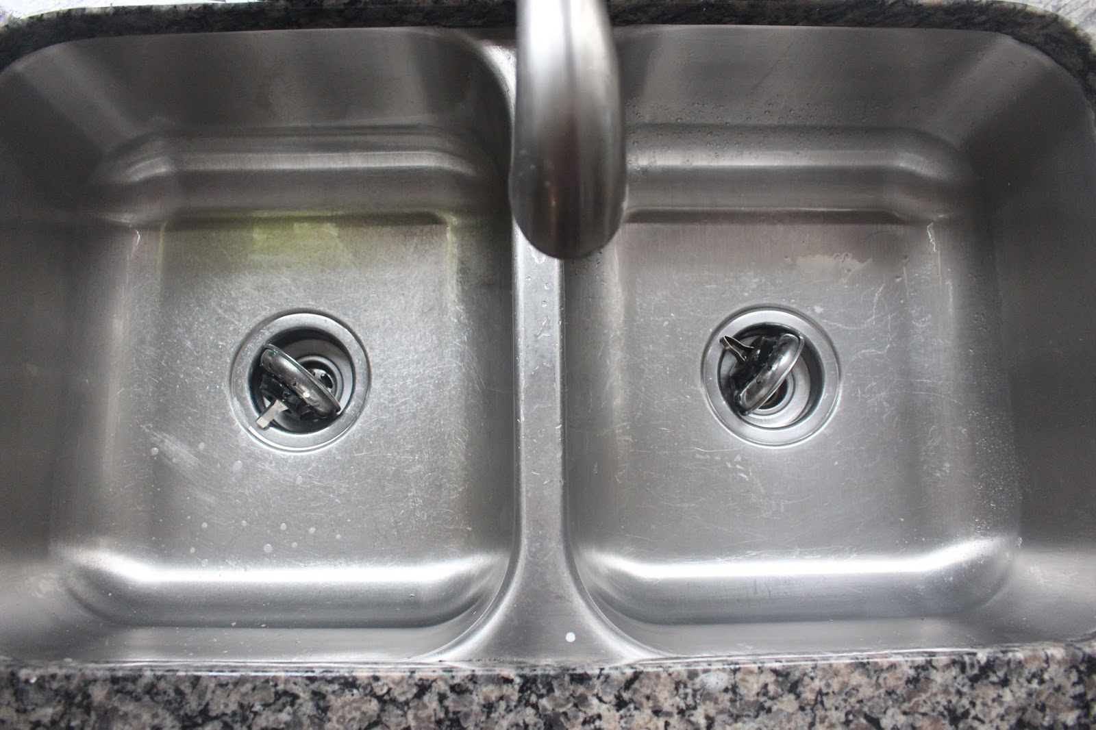 How To Clean Your Kitchen Sink! - The Glam Farmhouse