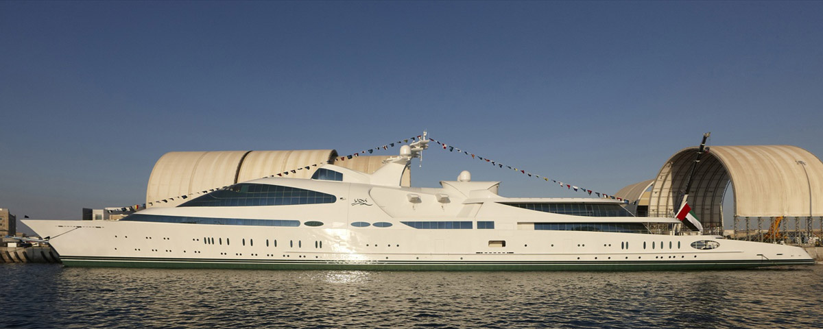 ca90e022d Velocidade máxima: 26 nós (48 km/h) Potência total: 42.000 hp. O Yas foi  lançado em Abu Dhabi em dezembro de 2011, sendo que seu casco de aço  originalmente ...