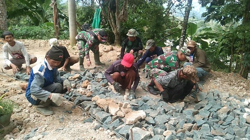 Kemanunggalan TNI dan Rakyat Nampak Dalam TMMD Ke-108 Kodim 0622/Kabupaten Sukabumi
