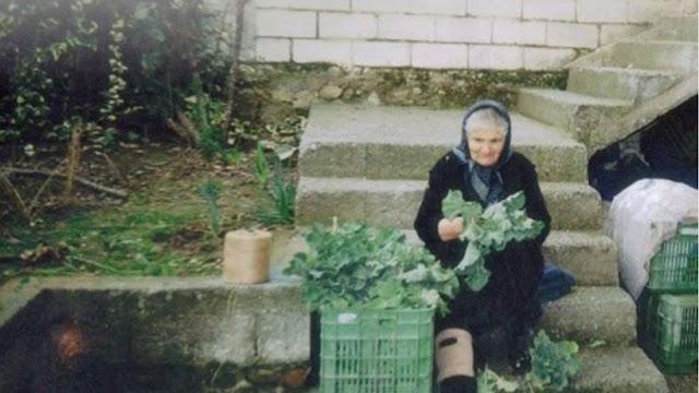 Κατερίνη: Σοκαρισμένη η 82χρονη μετά την παραπομπή της σε δίκη για τα 6 κιλά χόρτα που πουλούσε στη λαϊκή