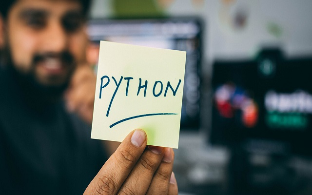 لغة البرمجة بايثون تتوج بالمركز الأول في عام 2020  .. تعرف كيف تتعلمها