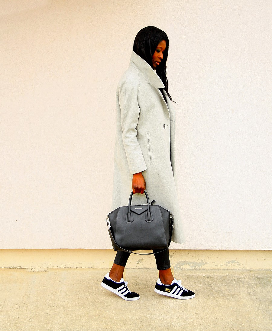 manteau-long-gris-asos-adidas-gazelle-og-givenchy-antigona-stylesbyassitan
