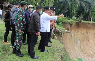 Tinjau Penyebab Putusnya Jalan Penghubung Tanah Jawa – Pematangsiantar, Bupati Simalungun: Ini Harus Cepat Kita Tanggulangi