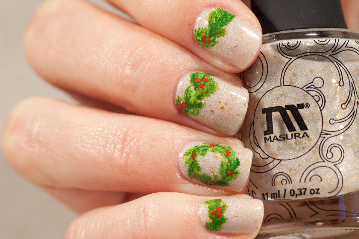 Christmas Wreath Nails on Masura Sands Whisper