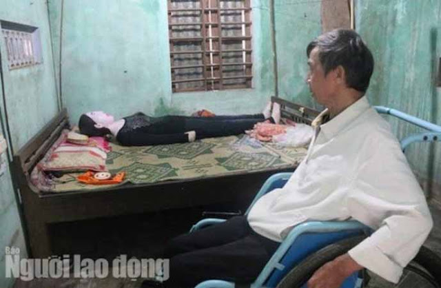 A man who sleeps on bed with his dead wife for about 12 years