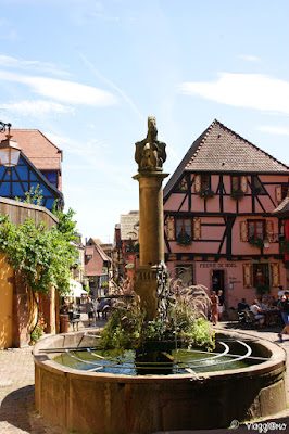 Fontana storica del villaggio di Riquewihr