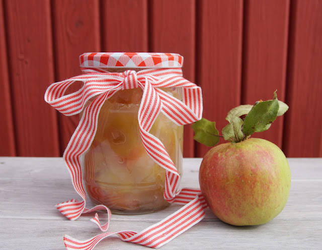 Rezept: Dänisches Apfelkompott zubereiten. Auf Küstenkidsunterwegs verrate ich Euch ein leckeres Rezept aus Dänemark für die Zubereitung von Apfelkompott. Ihr könnt dafür sowohl frisch gepflückte Äpfel nutzen als auch super Fallobst verwerten.