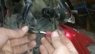 Cara Menghubungkan Kabel Untuk Menyalakan Sepeda Motor Tanpa Kunci Kontak