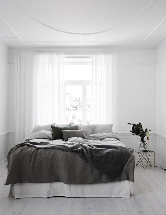 Black and white scandinavian bedroom. Kristofer Johnsson