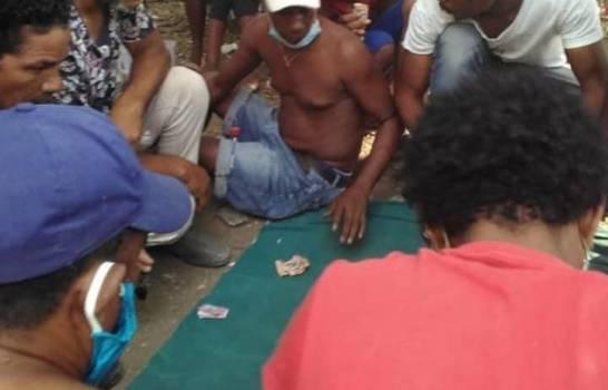 En Los Ríos de Bahoruco la gente no respeta el toque de queda ni cuarentena