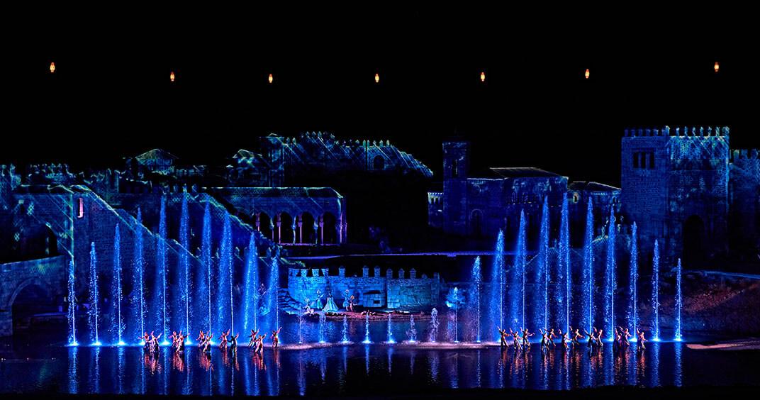 Puy du Fou espectáculo nocturno escenario