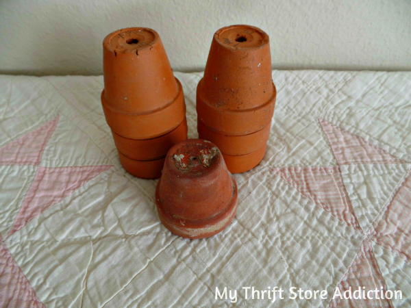 Friday's Find #130 mythriftstoreaddiction.blogspot.com Thrift store mini terracotta pots