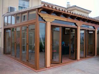 Acristalamientos en terrazas para detener el frío. Málaga.
