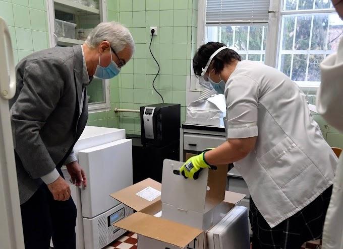A hétvégén befuthat az AstraZeneca oltóanyaga, és hamarosan megkezdődhet az oltás a Szputnyikkal