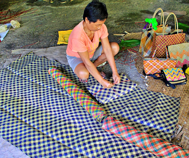 a weaver of banig in Basey shows her work