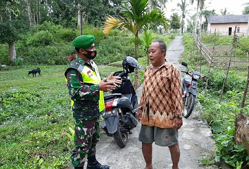 Babinsa Saprizal Melaksanakan Komsos Bersama Warga Desa Cemaga Utara