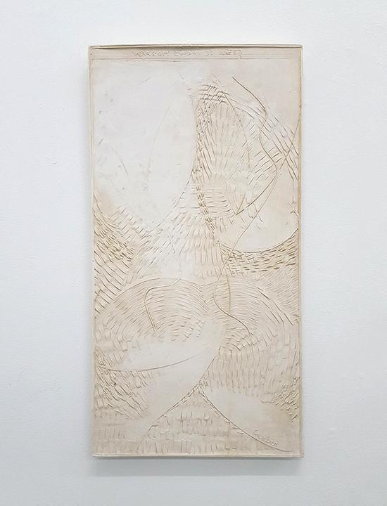 Tobias Gerber Waarom zwaai je niet? (Why don't you wave?), 2019 plaster, cotton 60 x 33 cm