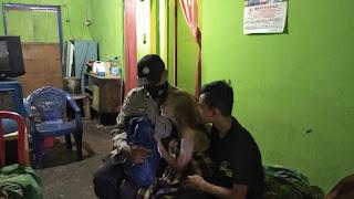 Bhabinkamtibmas Melayu Salurkan Bantuan Sembako Kapolres Pelabuhan Makassar