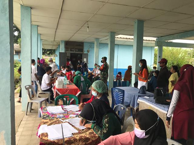 Di SMP Negeri 1 Bosar Maligas Penyuntikan Vaksin Covid-19 Didampingi Personel Jajaran Kodim 0207/Simalungun