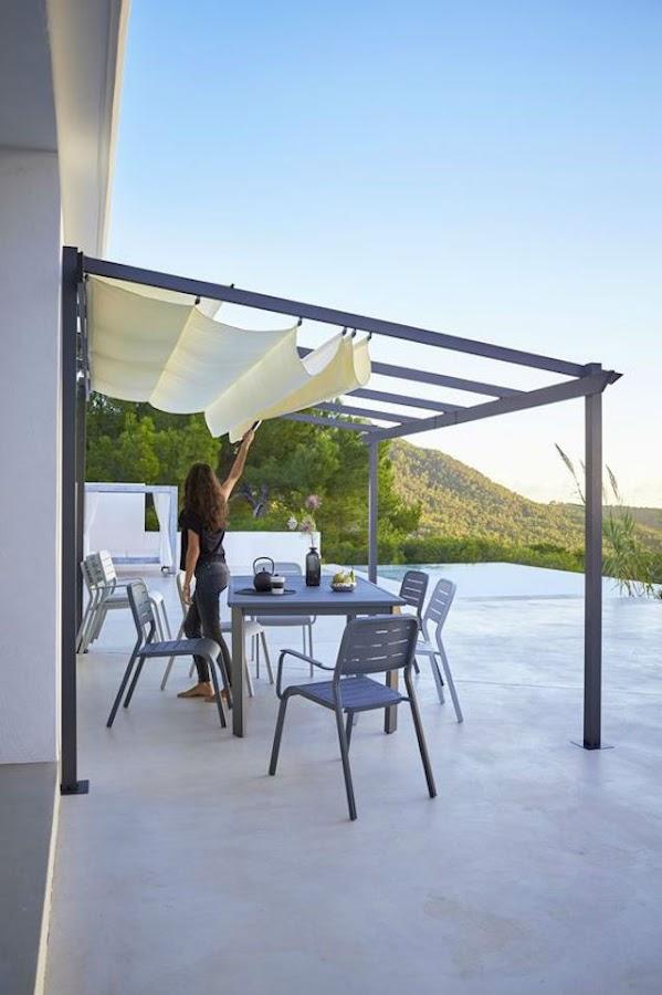 4 toldos originales (y low cost) para tu terraza o balcón. Toldo deslizante