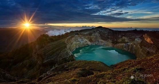 Gambar danau kalimutu di Pulau Flores Nusa tenggara timur.