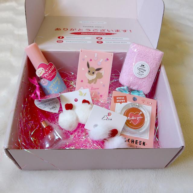 La box Valentine's de Tokyo Street Style