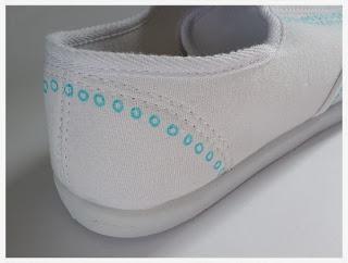 Kerajinan Tangan Dari Bahan Bekas, Sepatu Lukis Unik 5