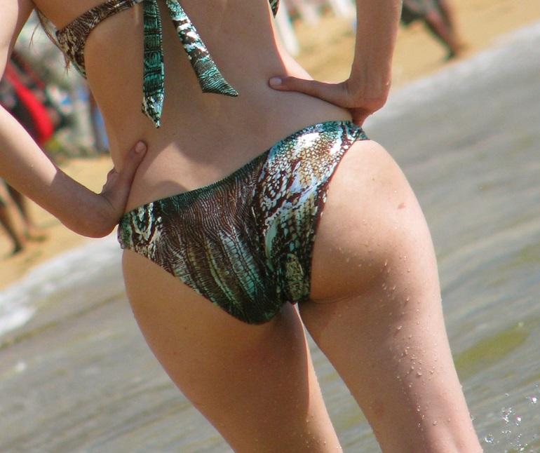 BETTY: Mature bikini ass pictures