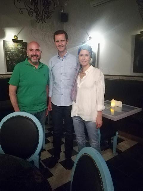 بالصور الرئيس الأسد وعائلته في أحد المطاعم الشعبية بدمشق القديمة